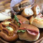 【朝から鎌倉パンで】惣菜パンをつい食べ過ぎてしまう小生。コーヒーとマッチ。