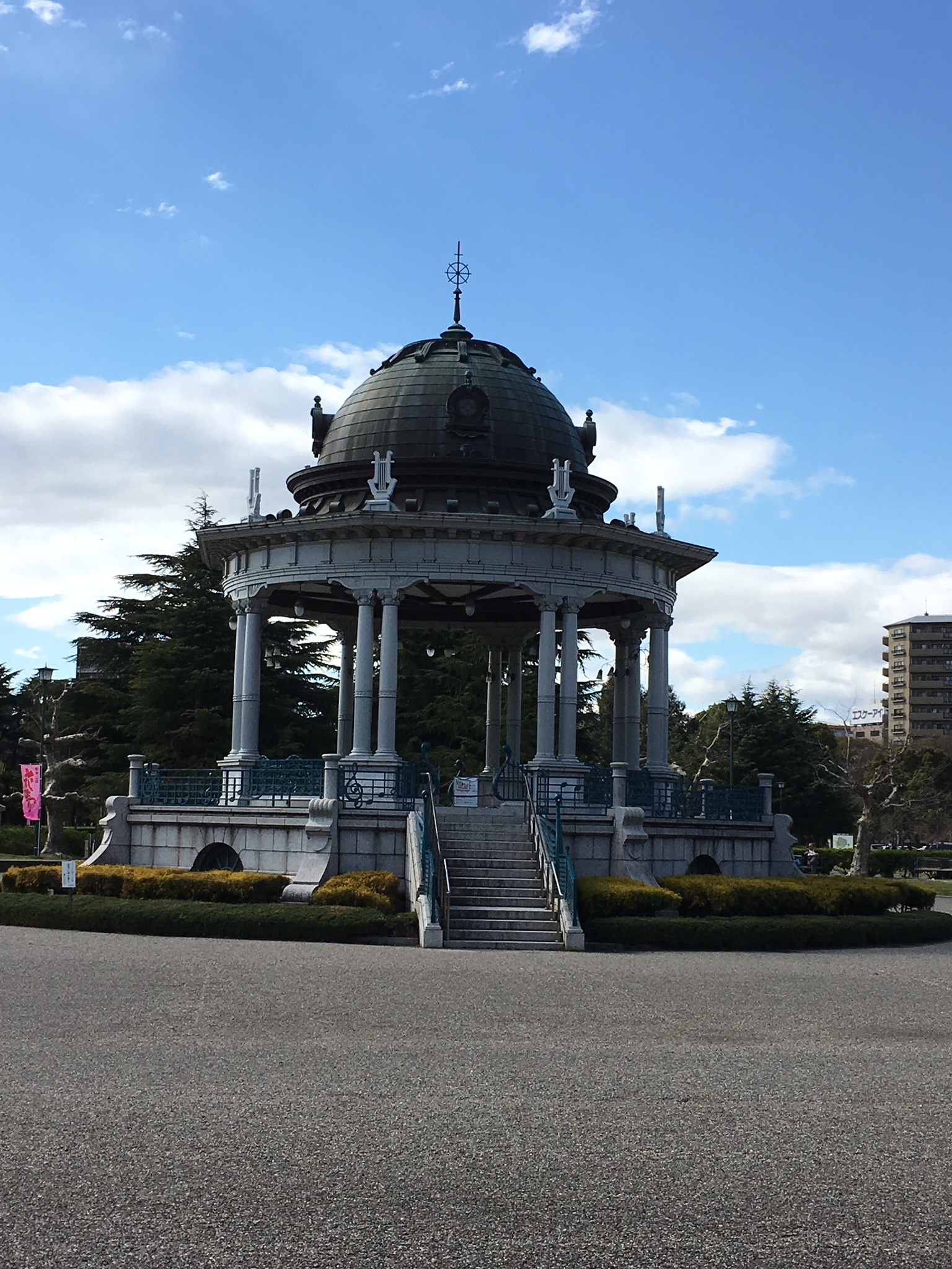 思い出の鶴舞公園へ。