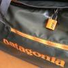 旅に必需アイテム、patagoniaブラックホールの施錠感