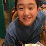 【次男食トレのクッキングパパ奮闘‼️】モグモグ食べる。次男の食欲に驚くばかり。